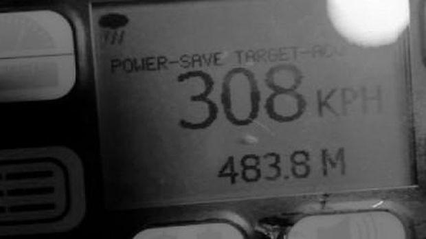 Mobil Mercy dibawa ngebut 308 km/jam