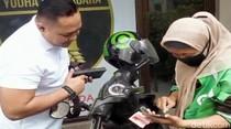 Kisah Haru Driver Gojek Dapat Rezeki Tak Terduga Usai Salat di SPBU