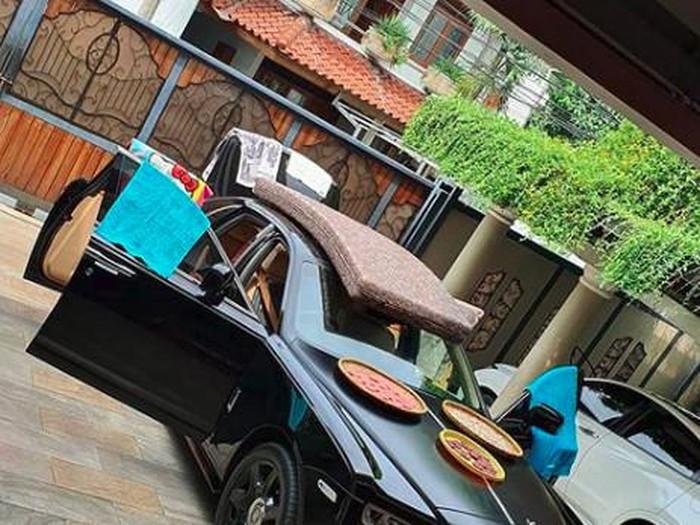 mobil raffi ahmad untuk jemur kerupuk