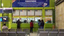 Stasiun Gambir Sepi Penumpang, Antrean di Loket Tiket Hanya 2 Orang
