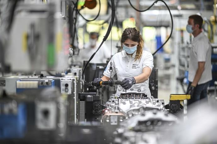 Perusahaan otomotif Jerman pemasok transmisi, ZF Friedrichshafen mulai beroperasi kembali. Proses produksi dilakukan dengan memperhatian protokol kesehatan.