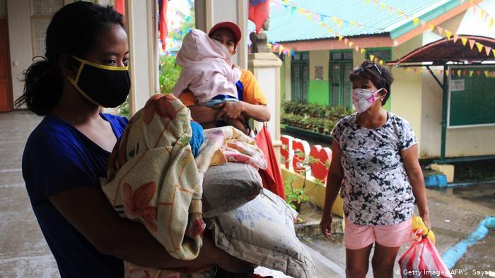 Topan Ambo Hantam Timur Laut Filipina