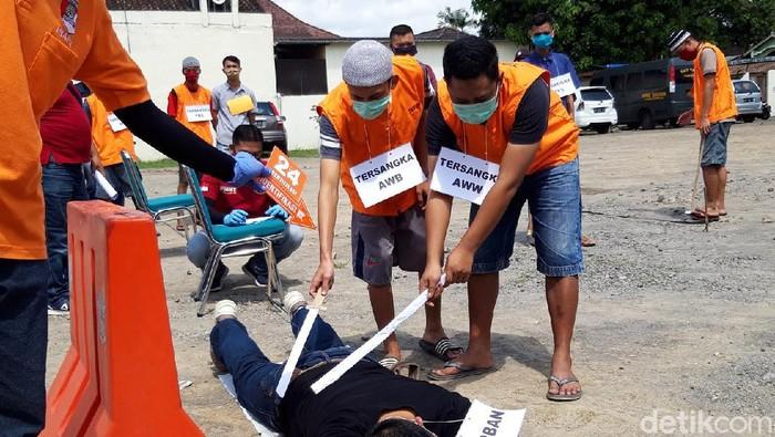 Rekonstruksi pengeroyokan orang gila hingga tewas di Mapolres Boyolali