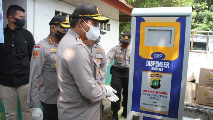 Dispenser beras gratis untuk warga Jakbar