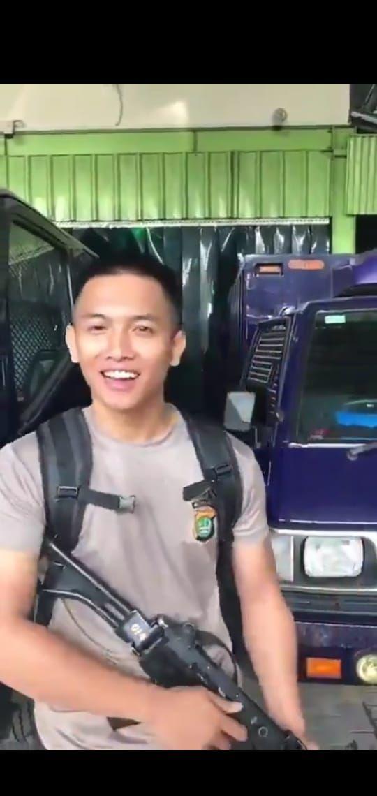 Polisi pengokang senpi yang viral di media sosial
