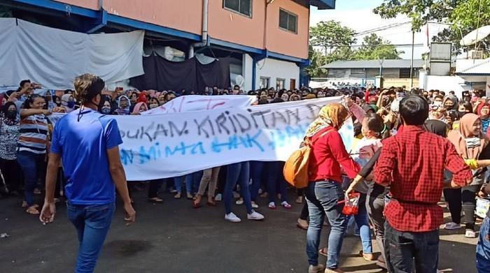 Buruh di Sukabumi kembali berunjuk rasa menuntut THR