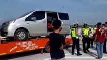 Truk Derek Angkut Mobil Isi 8 Pemudik Dihentikan di Exit Tol Ngawi