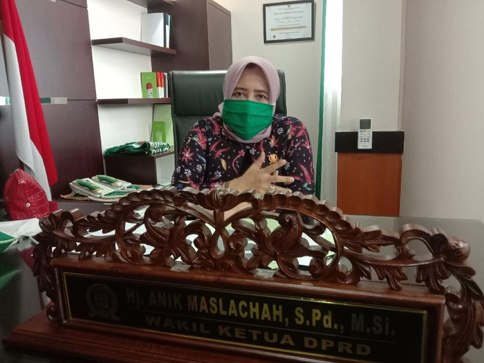 Wakil Ketua DPRD Jatim, Anik Maslachah
