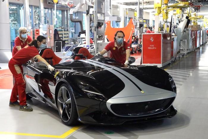 Mobil pertama Ferrari yang selesai diproduksi usai libur saat lockdown.