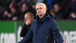 Klinsmann Percaya Mourinho Bisa Bawa Tottenham Juara