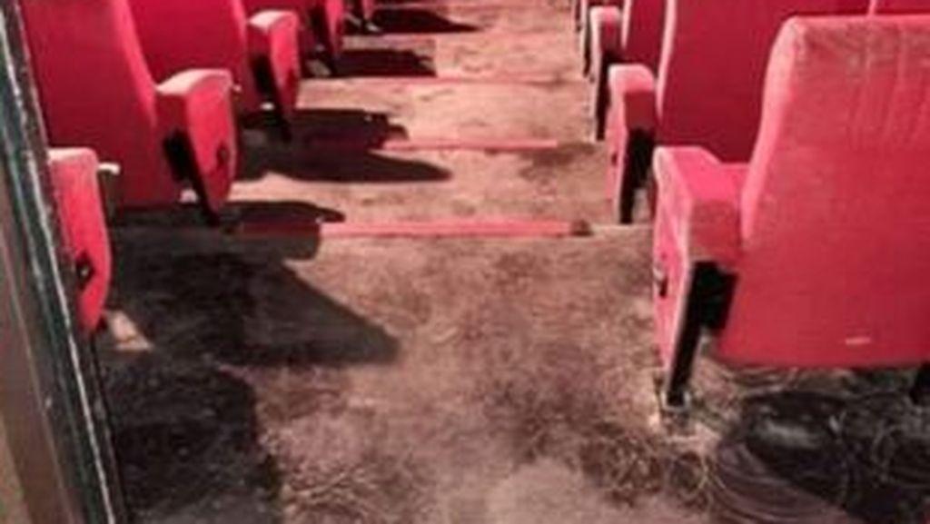 2 Bulan Lockdown, Kursi di Bioskop Ini Berjamur