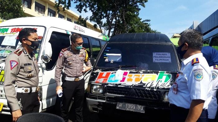 Ditlantas Polda Jatim amankan 54 Travel Gelap dan Bus untuk mudik