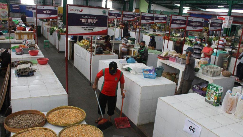 Di Malang, Lapak Pedagang Menerapkan Sistem Ganjil Genap