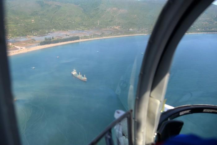 Polda Aceh melakukan patroli udara di perairan Krueng Raya, Samudera Indonesia. Patroli dilakukan untuk memonitor pergerakan dua kapal mengangkut imigran Rohingya.
