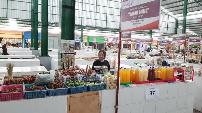 pedagang di Pasar Klojen, Kota Malang