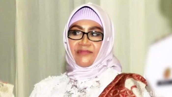 Polres Bone menyerahkan berkas dugaan korupsi dana PAUD yang dilakukan istri Wakil Bupati Bone, Erniati (Zulkifli Nasir/detikcom)