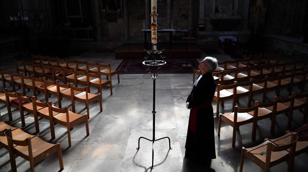 Nyala Lilin Paskah Tandai Dibukanya Gereja York Minster di Inggris
