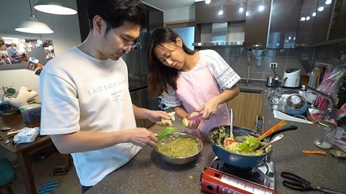 Keluarga Korea bikin es cendol green tea