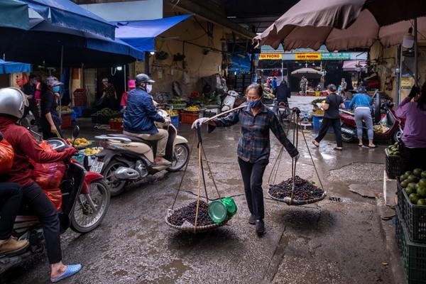 Jalan-jalan dan pasar di Distrik Hoan Kiem yang populer dibuka kembali pada 15 Mei