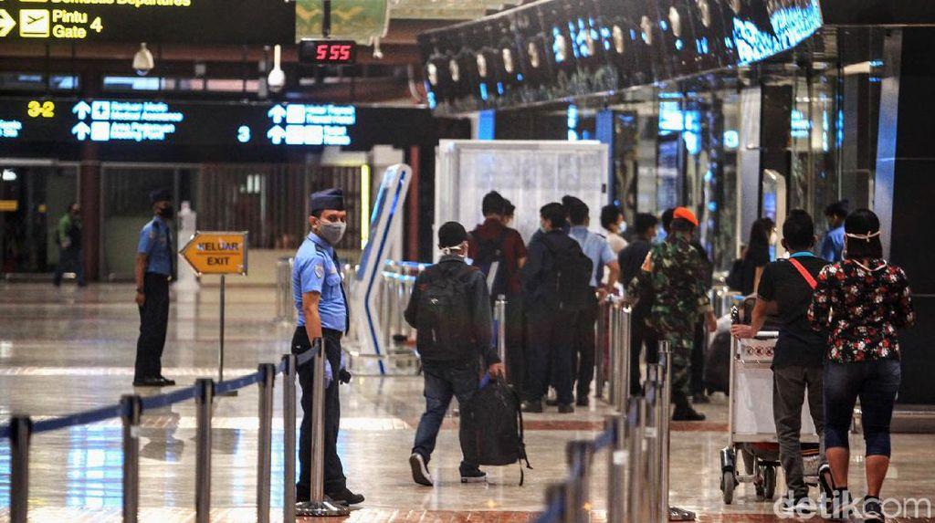 Bandara Soetta Sempat Dipadati Penumpang, Nggak Ada yang Mudik?