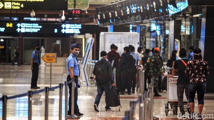 Kepadatan penumpang sempat terjadi di Bandara Soekarno Hatta (Soetta) kemarin. Namun hari ini pada pukul 06.00 WIB, suasana di bandara tersebut tak seramai kemarin.