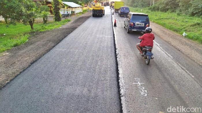 Perbaikan di lintas Sumatera Sumatera  kini terus dikebut jelang lebaran 2020, Palembang, Jumat (15/5/2020)