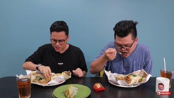 Arief Muhammad makan nasi Padang