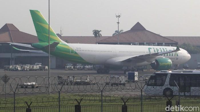 Sejumlah pesawat terparkir di kawasan Bandara Soekarno-Hatta.  AP II membatasi frekuensi terbang dari Bandara Soekarno Hatta, Jumat (15/5/2020).