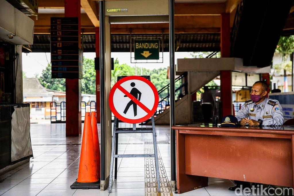 1 minggu jelang Lebaran, suasana di terminal paling sibuk di Jakarta yakni Terminal Kampung Rambutan terlihatsepi dari penumpang.
