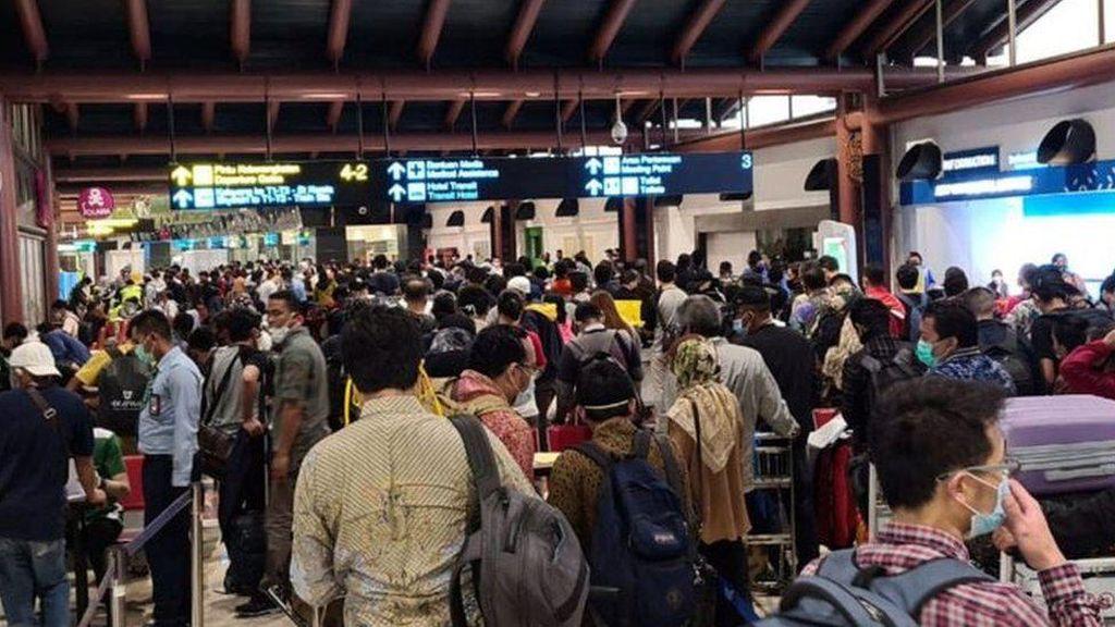 Ombudsman Sebut Kepadatan di Bandara Disengaja, Maskapai Perlu Disanksi