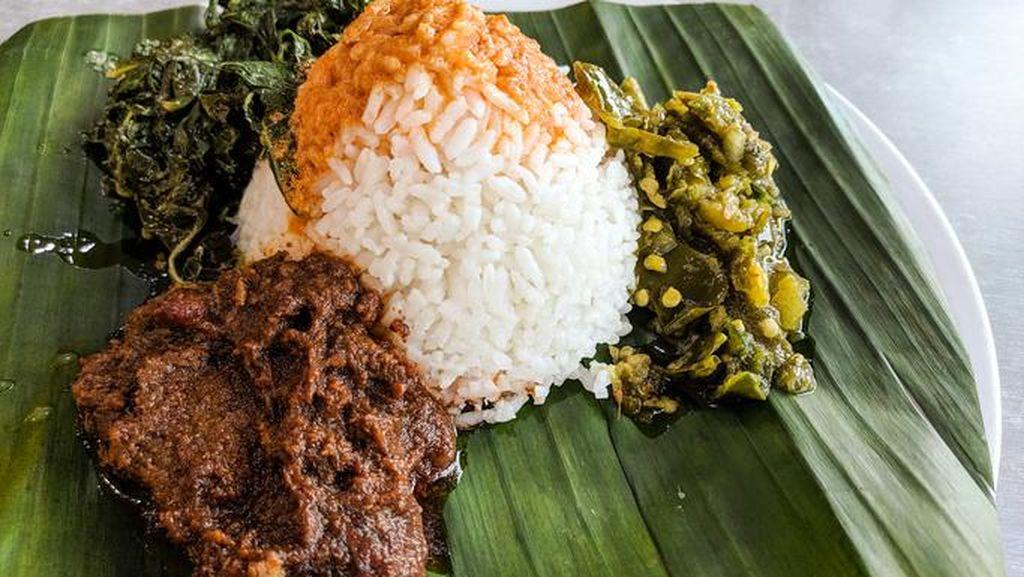 Arief Muhammad Ungkap Sensasi Makan Nasi Padang Pakai Tangan dan Sendok