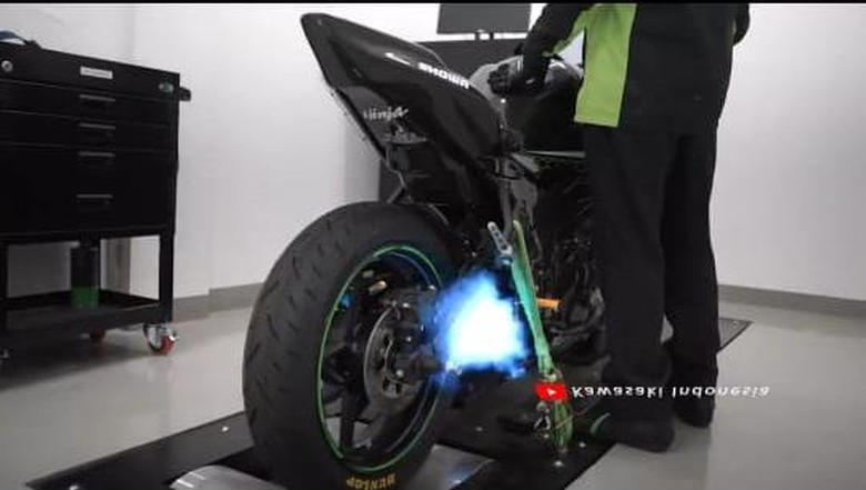 Video suara knalpot racing Kawasaki Ninja ZX-25R