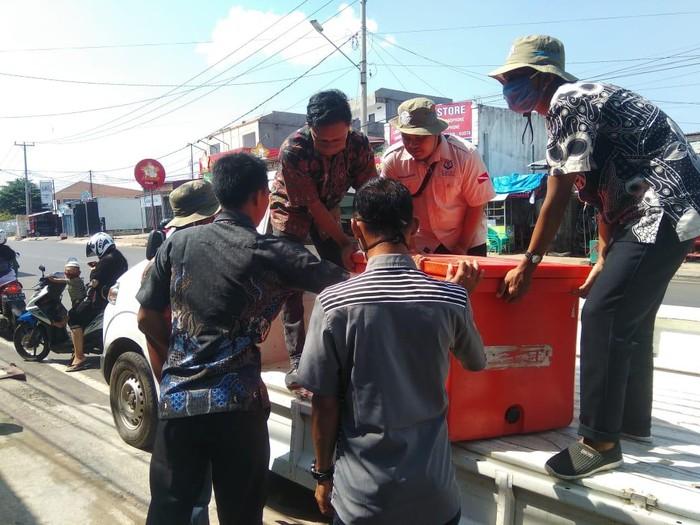 150 kg ikan segar dibagikan kepada ratusan ustaz di Bengkulu (Hery Supandi/detikcom)