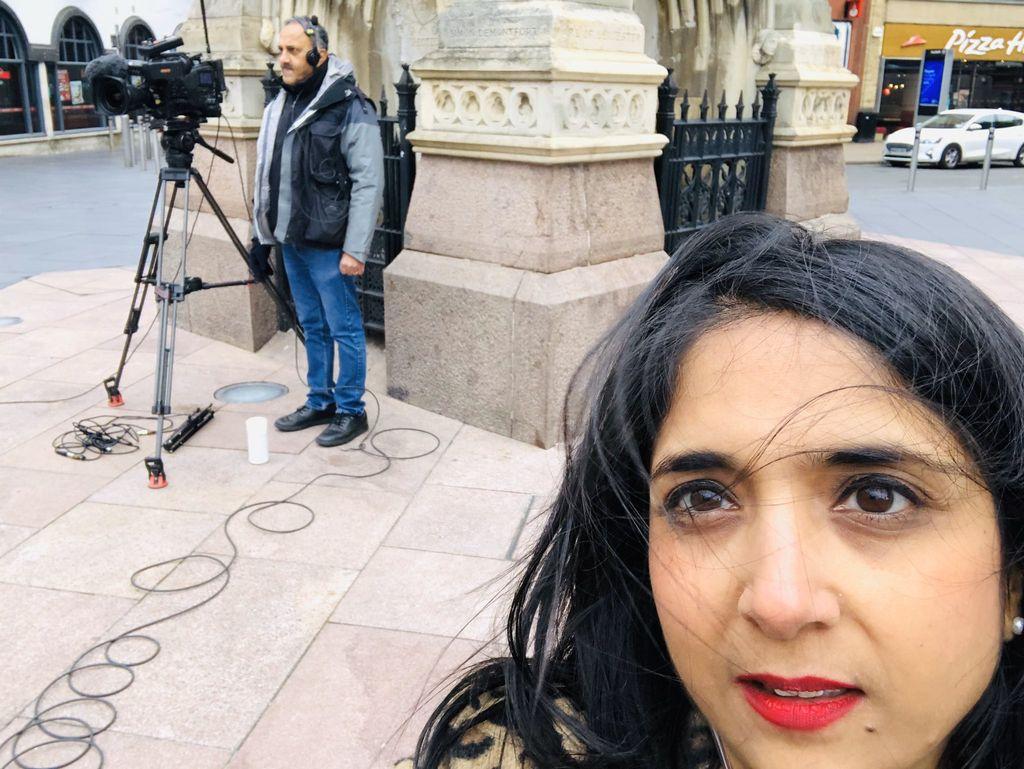 Sima Kotecha dan tim produksi alami pelecehan rasis saat syuting berita tentang COVID-19