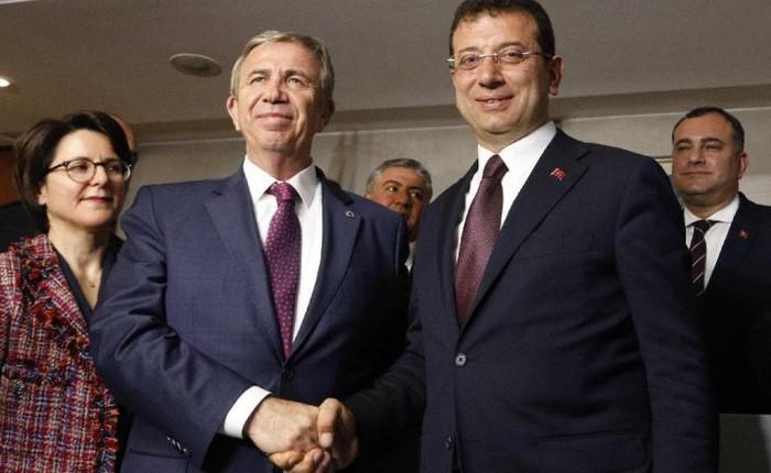 Pemerintahan Presiden Turki, Recep Tayyip Erdogan, tengah menyelidiki dua Wali Kota dari partai oposisi terkait program donasi di tengah pandemi virus Corona.