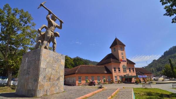 Yang kelima adalah Tambang Kuno Batubara Ombilin Sawahlunto, Sumatera Barat. (Kemenpar)