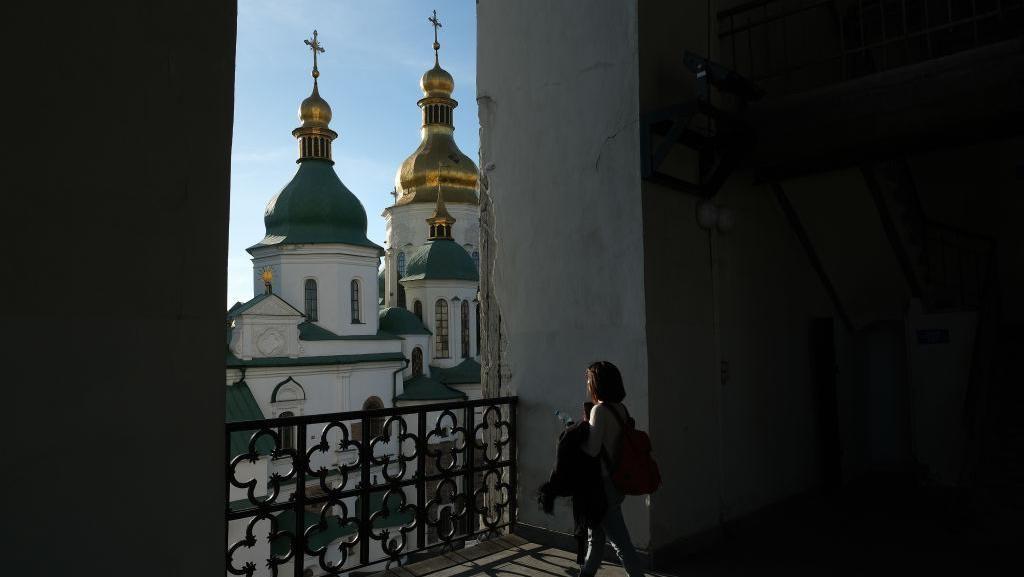 Pesona Gereja 1.000 Tahun dengan Kubah Emas
