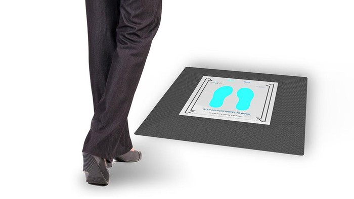 Alat sanitizer sepatu untuk menghilangkan virus dari sol sepatu.