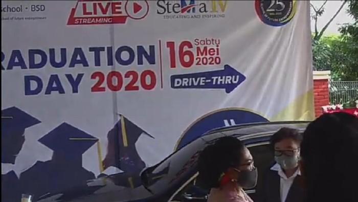 WIsuda drive thru SMA di Tangsel