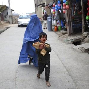 Taliban Kembali Berkuasa, Wanita Afghanistan Ketakutan Serbu Toko Burqa