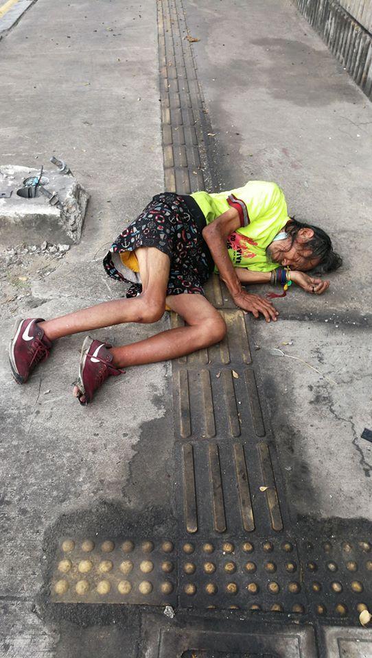 Shanker Vellu, driver ojek online melihat tunawisma pingsan di jalan