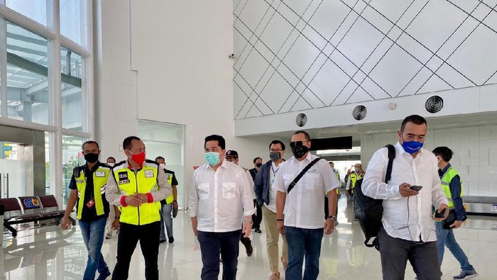 Menteri BUMN Erick Thohir blusukan di Bandara Ahmad Yani