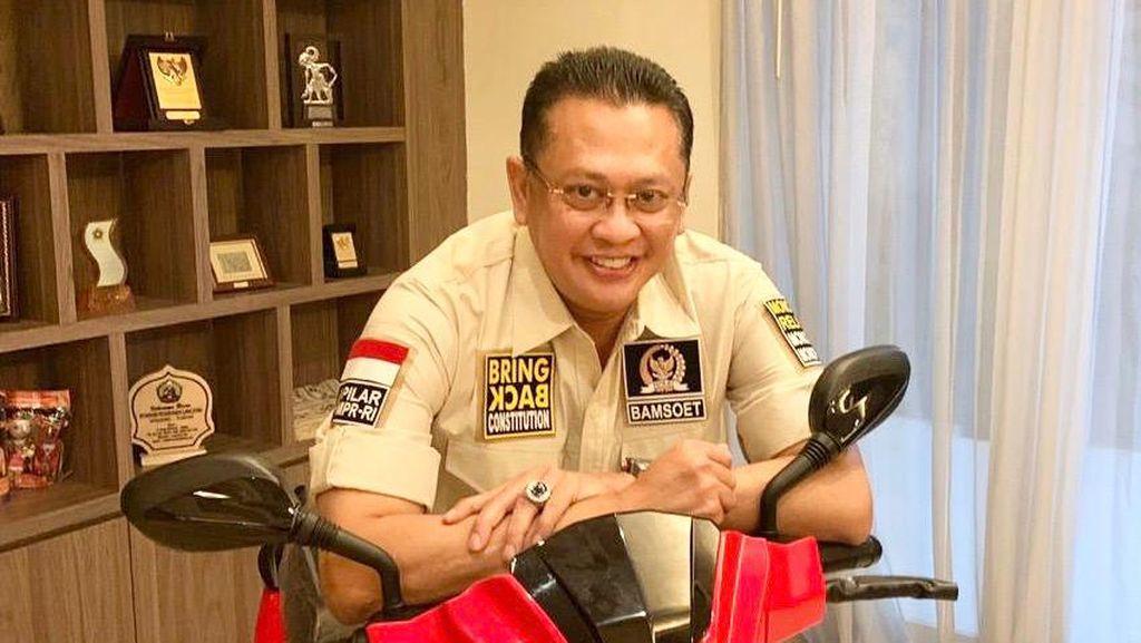 Motor Listrik Jokowi Akan Dilelang untuk Seniman Terdampak COVID-19