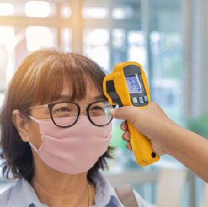 Mau Cek Suhu, Pegawai Toko Malah Semprot Wajah Konsumen Pakai Sanitizer