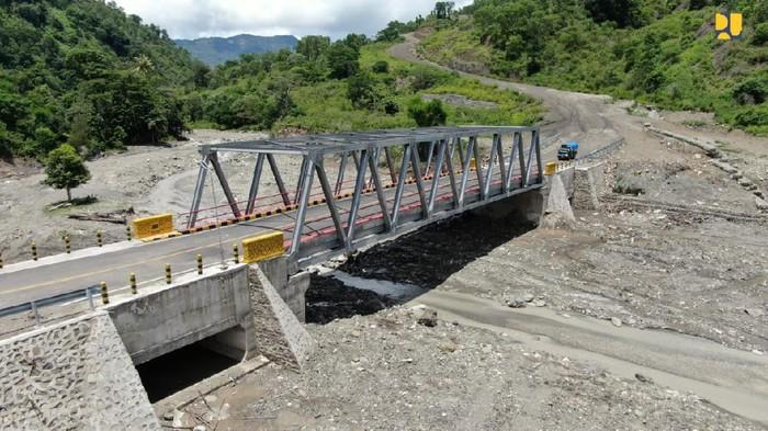 Jalan di perbatasan NTT-Timor Leste