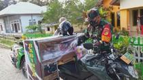 Keren! Babinsa di Gorontalo Ini Bagikan Takjil Keliling Desa dari Sisihkan Gaji