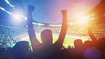 Skuter sampai Sex Toy, Benda Lemparan Suporter Bola di Stadion