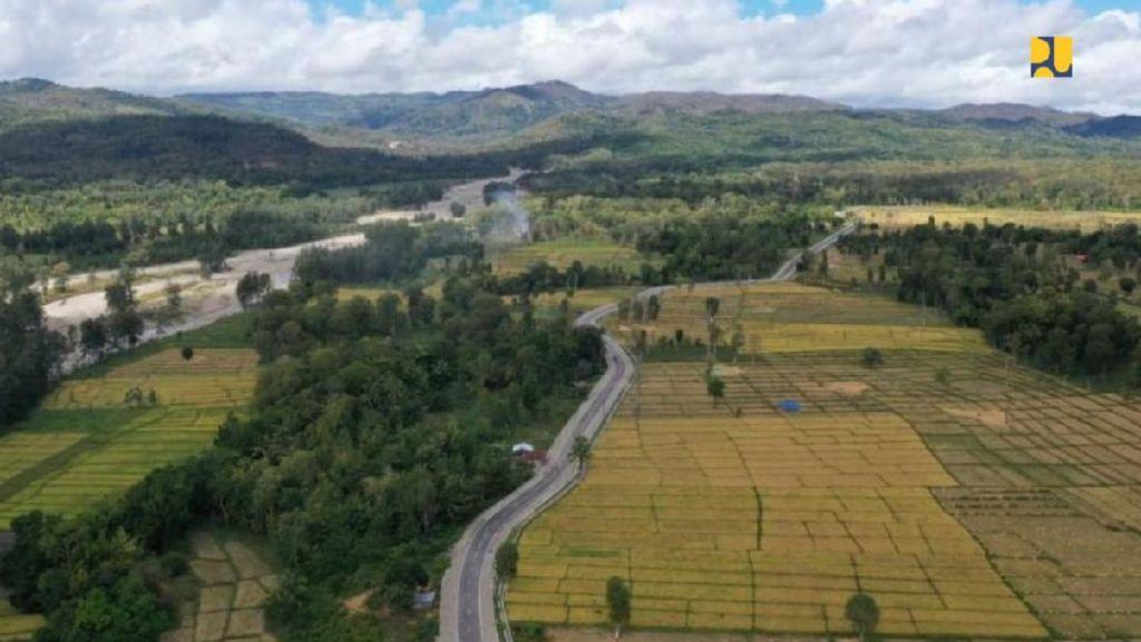 Ini Dia Jalan Sabuk Merah di Perbatasan NTT-Timor Leste