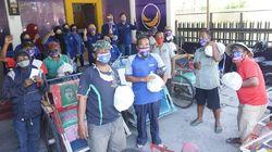 NasDem Surabaya Bagi 1.000 Paket Sembako ke Warga Terdampak Corona