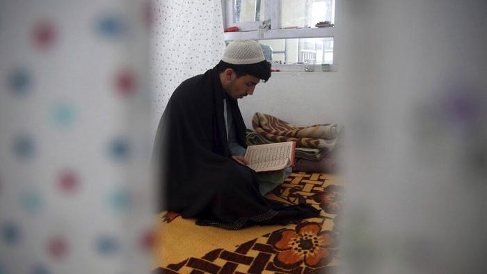 Bulan Ramadhan akan segera berakhir. Umat muslim di Afghanistan memanfaatkan 10 hari terakhir Ramadhan dengan beritikaf untuk mendapatkan malam Lailatul Qadar.